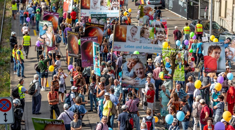 """""""Euer Leben ist wertvoll"""": Einsatz für Kinder mit Down Syndrom beim Marsch fürs Läbe"""